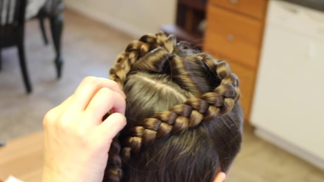 Valentines Half Up Heart Braid (20)
